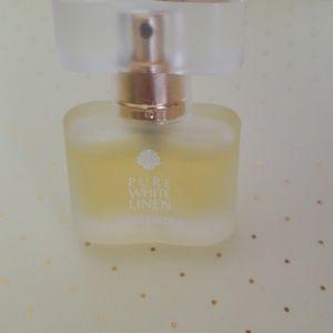 Estee Lauder Makeup - 4 for 25$ NIB Estee Lauder Pure white linen 4ml
